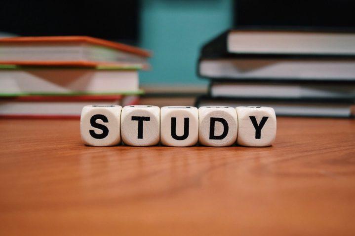 study-1968077_960_720