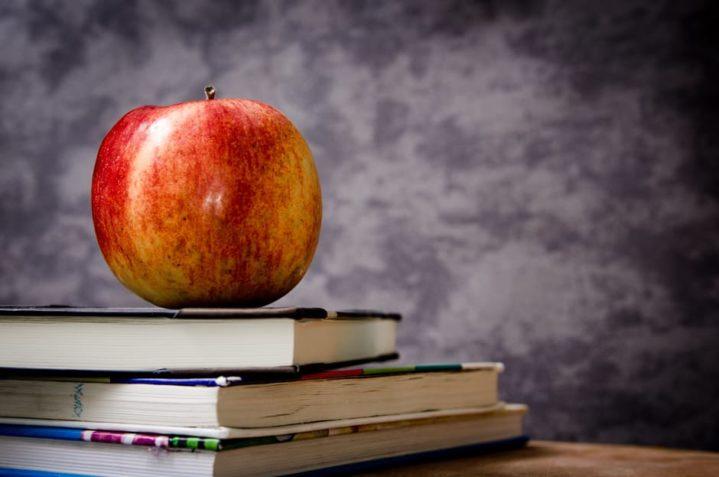 apple-education-school-knowledge-60583