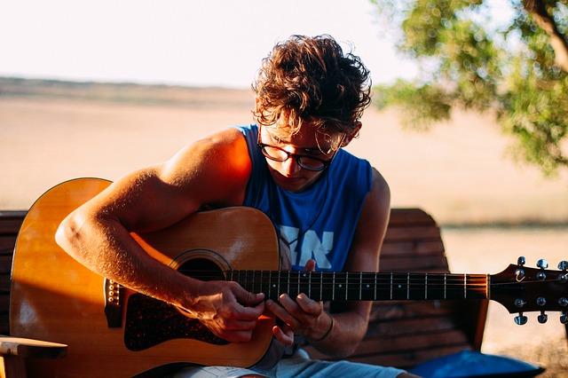 guitar-2633353_640